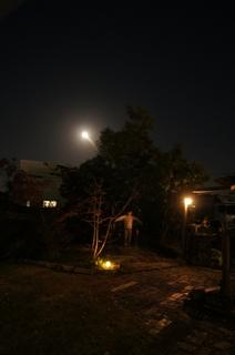 庭で月3.jpg